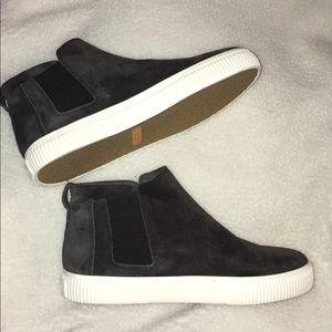 """VINCE """"Kelowna"""" Sneakers 7 1/2"""